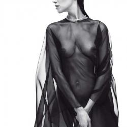 Amanda Wellsh Topless