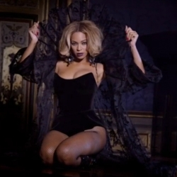 Beyonce on Partition videoclip