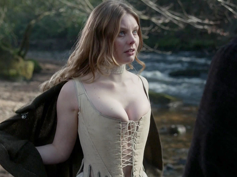 caitriona balfe amp nell hudson topless in outlander   paparazzi oops