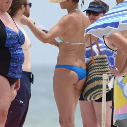 Cameron Diaz in bikini with Friends