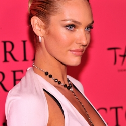 Candice Swanepoel deep cleavage