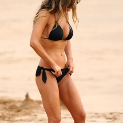 carmen electra is a bikini babe in hawaii