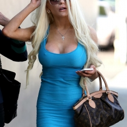 Courtney Stodden nipple pokes