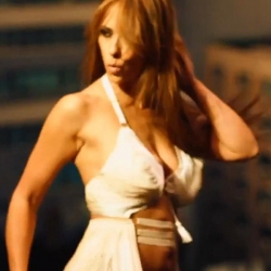 Jennifer Love Hewitt sexy in behind the scenes