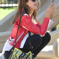 Jessica Alba oops at the park