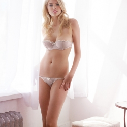 Kate Upton sexy in lingerie