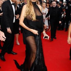 Nabilla Benattia titslip in Cannes