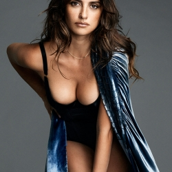 Penelope Cruz Sweet Cleavage