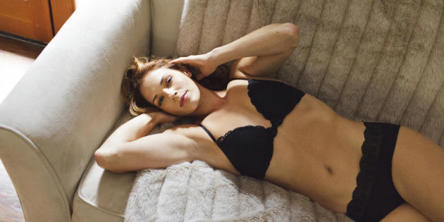 Amanda Righetti – Me in My Place