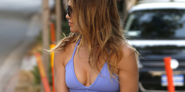 Jennifer Lopez Shows Off in Sports Bra