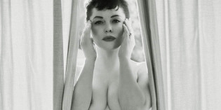 Rose McGowan Poses Nude
